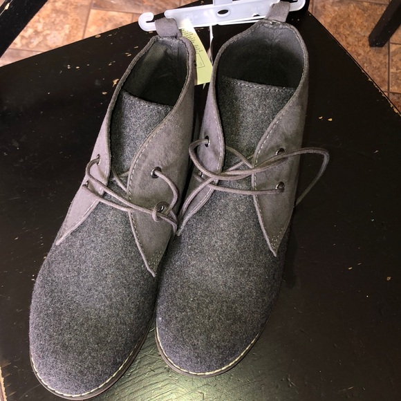 a68f3191bcc7 Old Navy boy s grey desert ankle boot